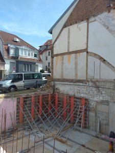 Abriss und Neubau auf kleinstem Raume